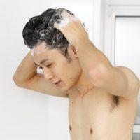 洗髪(シャンプー)・ドライヤーでの抜け毛本数は何本から危険サイン?